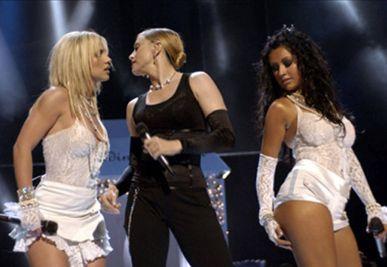 Madonna 2003 yılında MTV'nin Video Müzik Ödülleri'nde sergilediği 'Like a Virgin' performansında, gelinlik giymiş Britney Spears ve Christina Aguleira'yı dudaklarından ateşli bir şekilde öperek uzun süre kendinden söz ettirmişti.